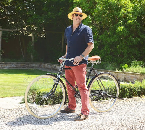 Doffing a cap whilst riding is the only acceptable trick for a gentleman cyclist